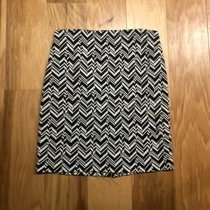 Roz & Ali black and white patterned pencil skirt